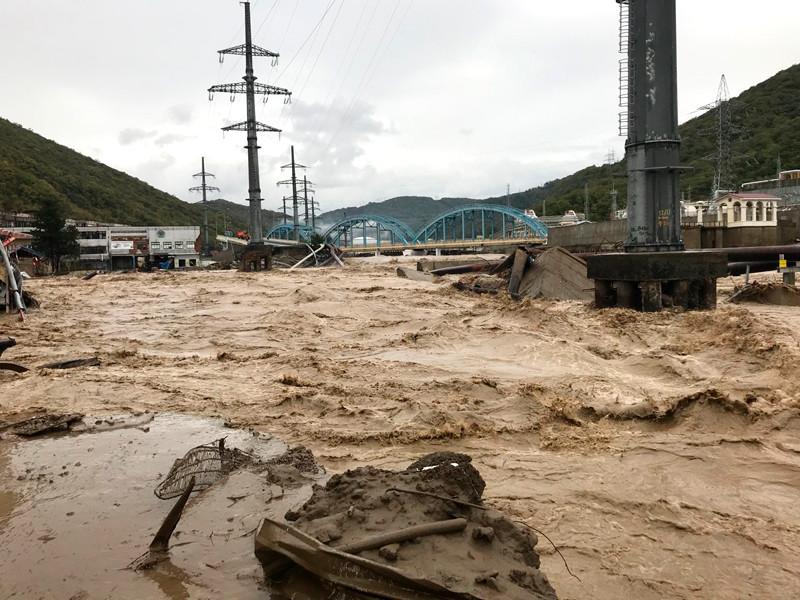 В Краснодарском крае введен режим ЧС. Наводнение не прекращается. Видео